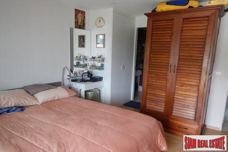 One Bedroom Corner Apartment Close 4