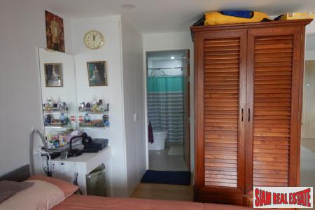 One Bedroom Corner Apartment Close 5