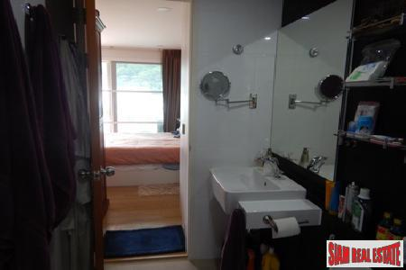 One Bedroom Corner Apartment Close 7