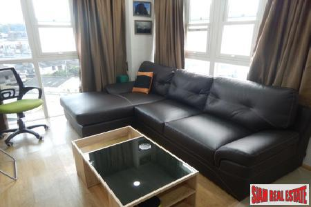 One Bedroom Corner Apartment Close 8
