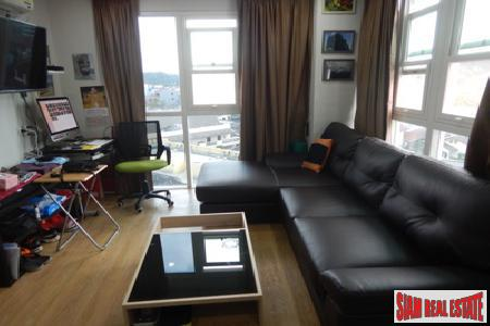 One Bedroom Corner Apartment Close 9