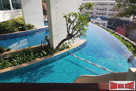 Contemporary One Bedroom with City Views in Phra Khanong, Bangkok