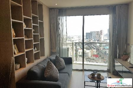 One Bedroom + Study Room with City Views in Phra Khanong, Bangkok
