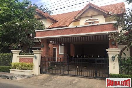 Elegant Classic Home with Large Garden in The Sala, Chiang Mai