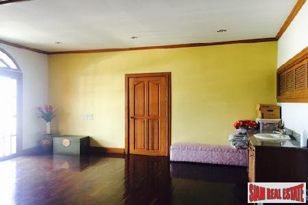 Expansive Eight Bedroom Opposite Lanna 10