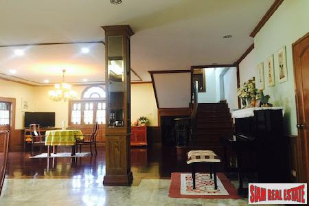 Expansive Eight Bedroom Opposite Lanna 17