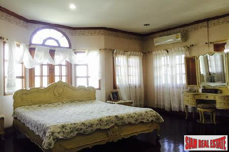 Expansive Eight Bedroom Opposite Lanna 6