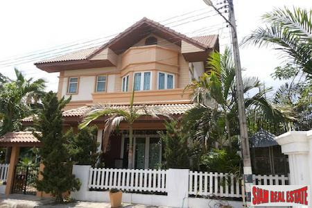 Large Four Bedroom Traditional Home with Yard in Chiang Mai