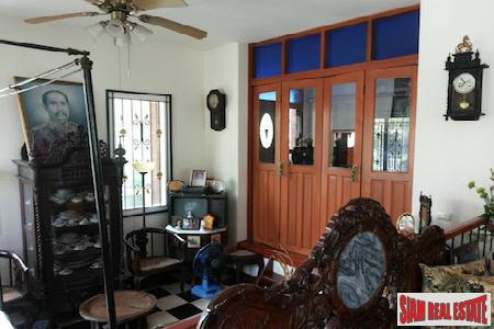Large Four Bedroom Traditional Home 6