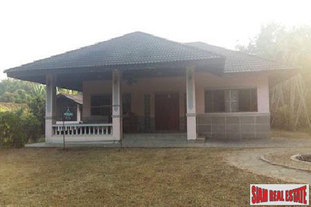 Small Thai House on a  Large Land Plot in Rong Wua Daeng, Chiang Mai