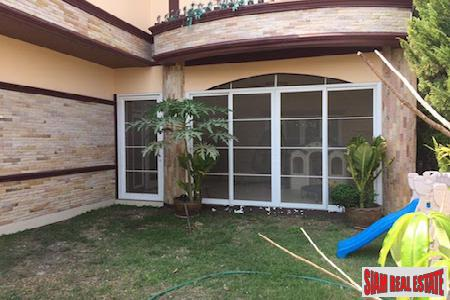 Centrally Located Furnished Six Bedroom 10