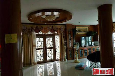 Centrally Located Furnished Six Bedroom 13