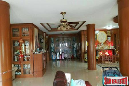 Centrally Located Furnished Six Bedroom 2