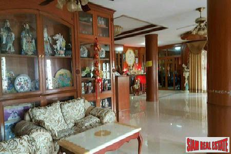 Centrally Located Furnished Six Bedroom 6