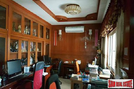 Centrally Located Furnished Six Bedroom 7
