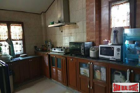 Centrally Located Furnished Six Bedroom 9
