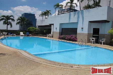 Large 2 Bed Condo in Great Location off Soi 11, Sukhumvit