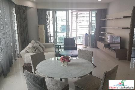 One Bedroom Corner Unit with City Views in Lumphini, Bangkok