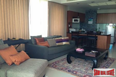 Sunlit Two Bedroom Corner Unit in Lumphini, Bangkok