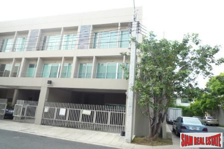 Newly Built Three Storey Townhouse for Sale in Suan Luang, Bangkok