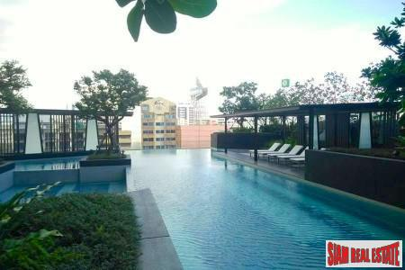 Elegantly Furnished Two Bedroom for Rent on the 27th Floor in Thong Lo, Bangkok