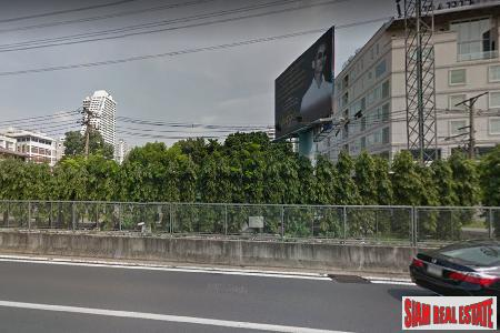 Residenial or Commerical Land Plot with Road Frontage at Sukhumvit Soi 2