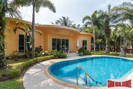 Luxury pool villa in East Pattaya near Regent International School for Sale