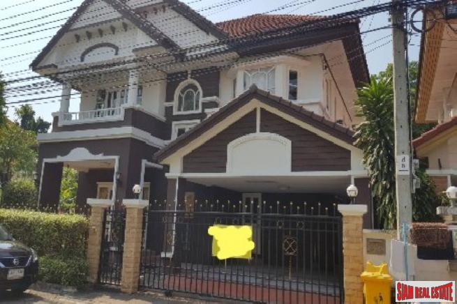 Large Two Storey House with Three Bedrooms in Prawet