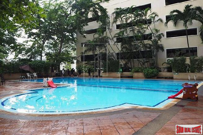 Saranjai Mansion | Large One Bedroom Corner Unit with Pool View on Sukhumvit 6, Bangkok