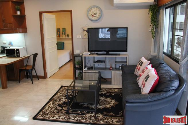 Large One Bedroom Corner Unit 6