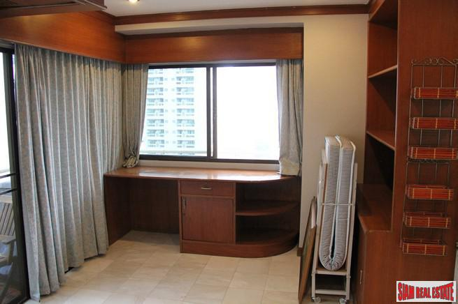 Large One Bedroom Corner Unit 7