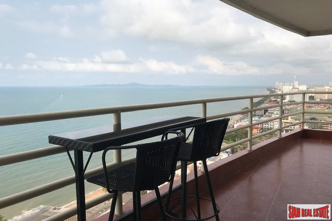 High Rise Beachfront Condominium with spectacular sea view on Jomtien Beach Road