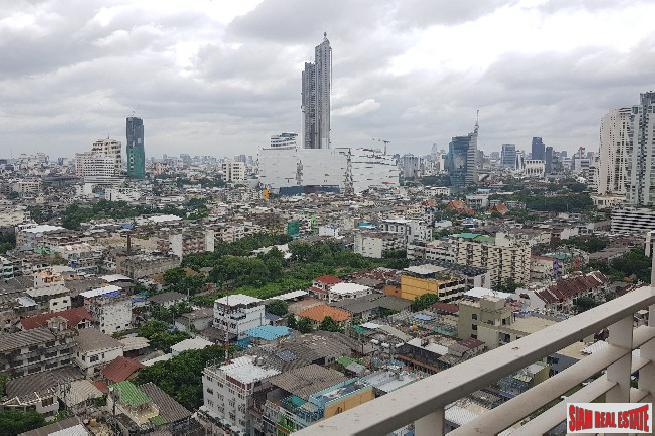 One Bedroom Condo with City and Garden Views in Krung Thonburi