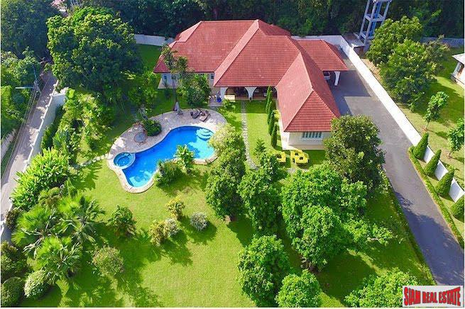Modern Pool Villa with Large Private Pool and Garden in Hang Dong