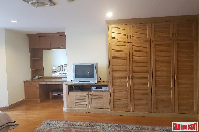 Spacious Three Bedroom Corner Unit 7
