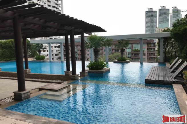 One Bedroom Condo in Excellent Location Near BTS and Shopping on Sukhumvit 24