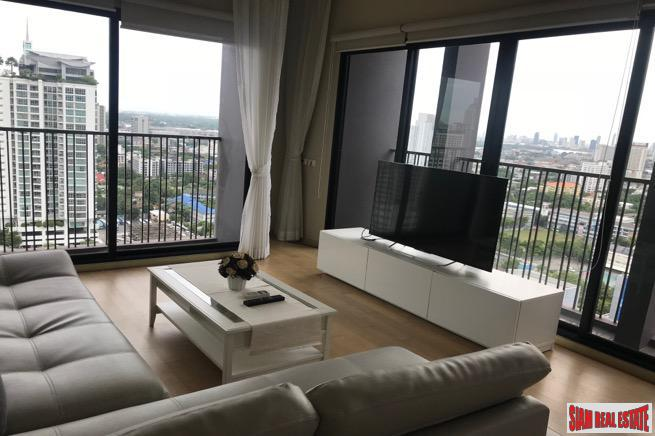 One Bedroom Corner Unit with Amazing City Views on Sukhumvit 63