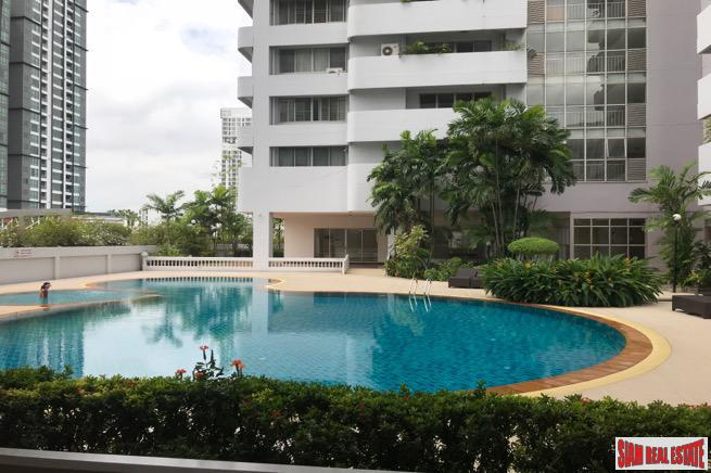 Large Three Bedroom Family Condo with Pool Views on Sukhumvit 33