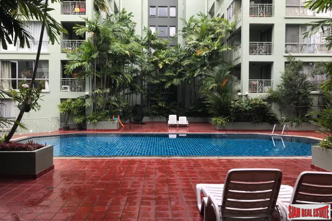 Bright One Bedroom Condo in Tropical Setting on Sukhumvit 53