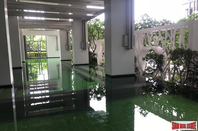 Convenient Two Bedroom Close to MRT on Rama 9, Bangkok