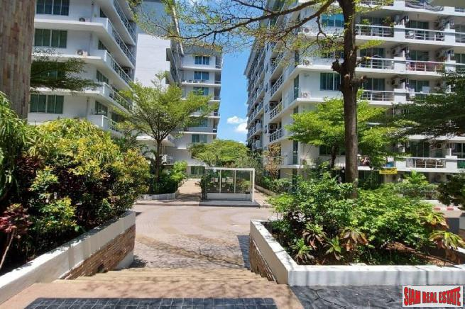Bright and Contemporary Two Bedroom on Sukhumvit 50, Bangkok