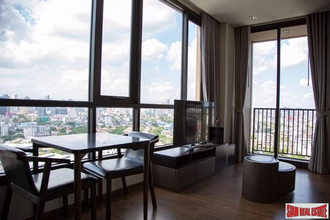 One Bedroom Corner Condo with Wonderful City Views on Sukhumvit 71