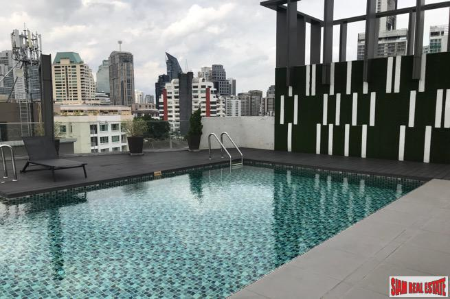 Trapezo Sukhumvit 16 | Furnished One Bedroom Condo Close to Benchakiti Park