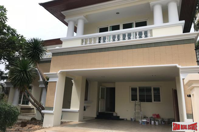 Wonderful Two Storey, Five Bedroom Family House for Sale in the Prawet Area of Bangkok