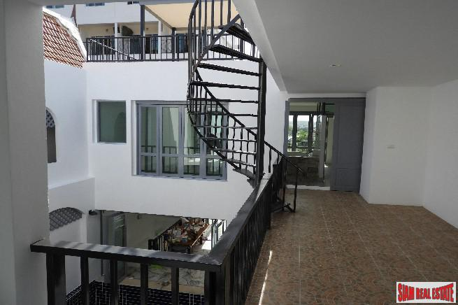 Beautiful and Peaceful Three Storey 16