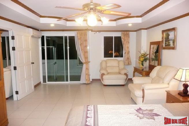 1 Bedroom 70 Sq.M. Condo Near Wong Amat Beach in Naklua For sale
