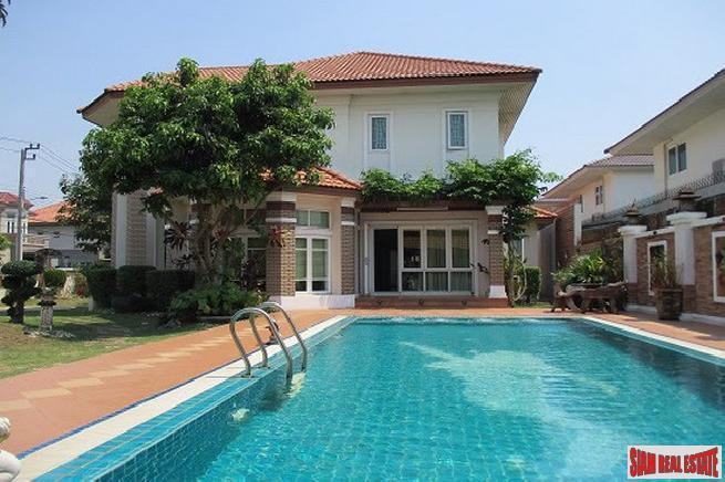 Splendid Two Storey Home for Rent with Gardens and Private Pool in Bangna