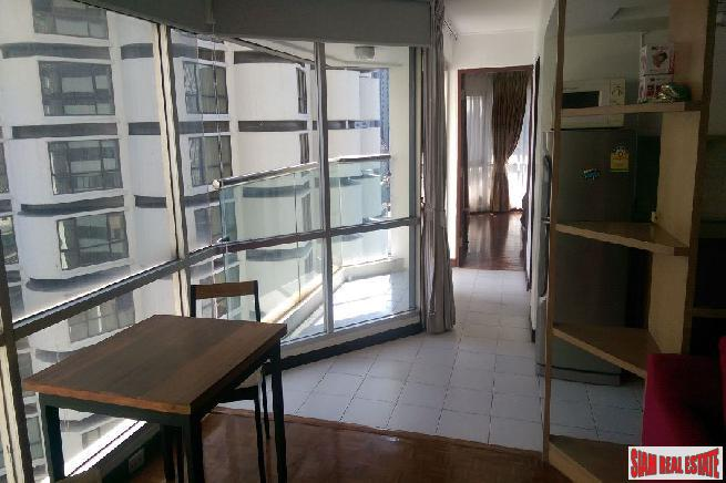 Brightly Furnished 1 Bed Unit 2