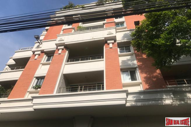 Large Three Bedroom Corner Unit in Excellent Central Location, Sukhumvit 33, Phrom Phong