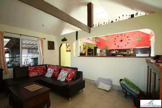 Bright and Cheerful Three Bedroom 21